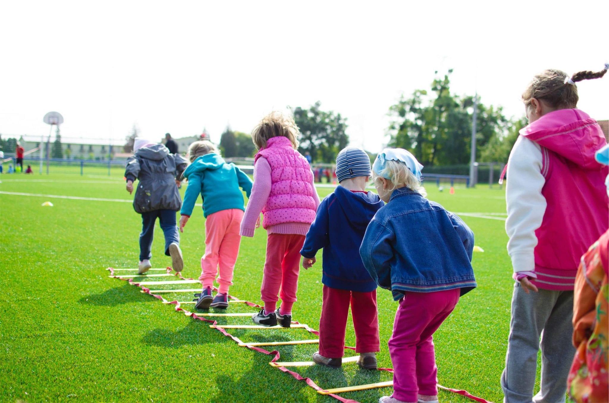 12 tegevust, millega meelitada lapsi rohkem õues aega veetma