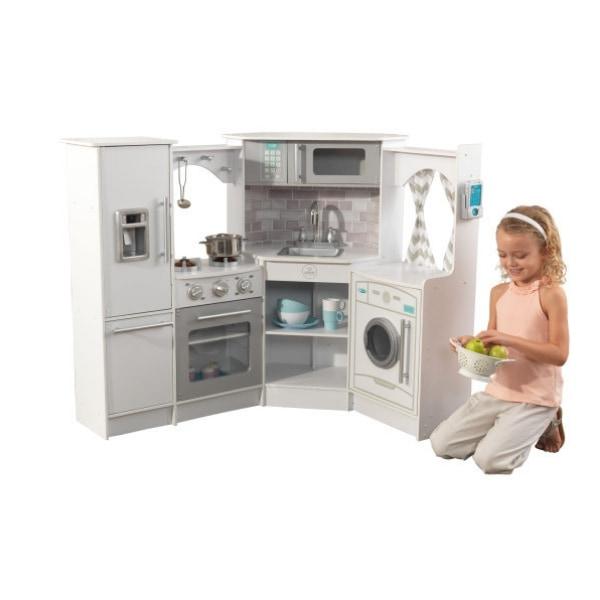 Kvaliteetne KidKrafti mänguköök pakub kokaks olemise rõõmu igale lapsele. Mänguköök sobib suurepäraselt rollimängudeks, mängimine arendab lapse loovust ning loomingulisust.