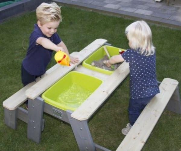 Laste mängulaud plastikust kastidega + 2 pinki (120x94 cm)