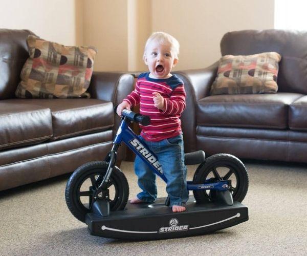 Jooksuratas kiigealusega Strider Sport 12 (sinine)