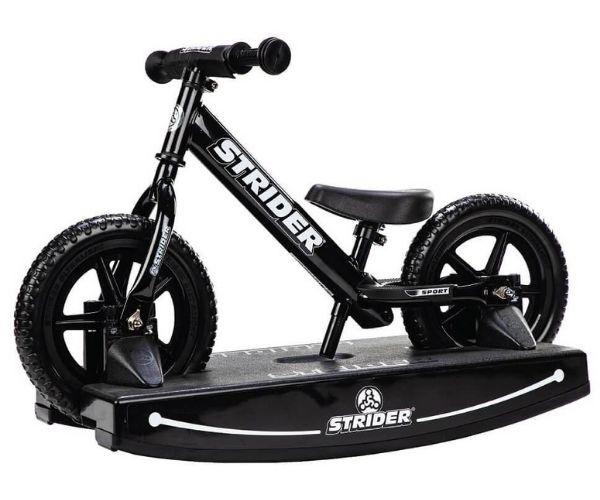 Jooksuratas kiigealusega Strider Sport 12 (must)